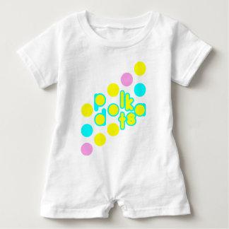 Mameluco blanco del bebé con diseño del lunar