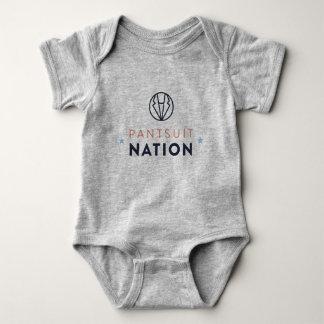 Mameluco del bebé de la nación del Pantsuit, gris