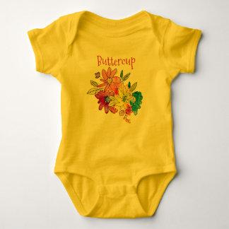 Mameluco del bebé del ranúnculo con las flores