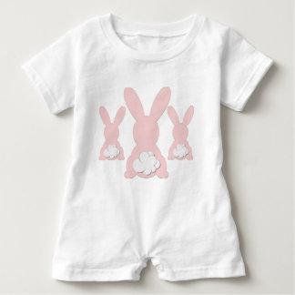 Mameluco rosado del bebé del conejito camiseta