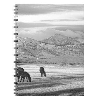 Mañana BW del país de Colorado de la montaña rocos Libreta Espiral