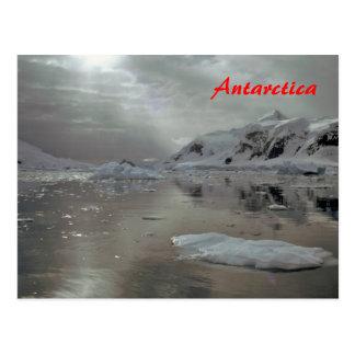 Mañana en la postal de la Antártida
