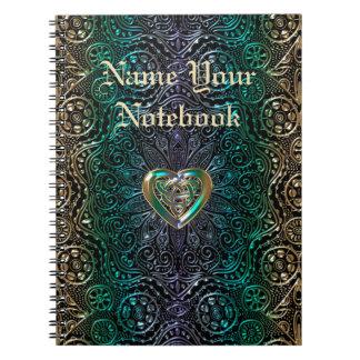 Mandala céltica del corazón en oro verde cuaderno
