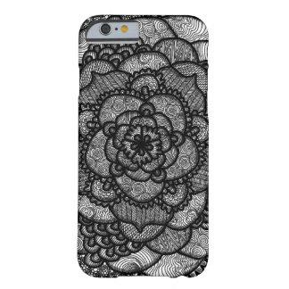Mandala compleja blanco y negro funda barely there iPhone 6