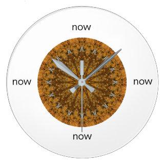 """Mandala del oro y de Brown """"ahora """" Reloj Redondo Grande"""
