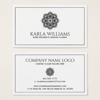 Mandala floral blanca y negra tarjeta de negocios