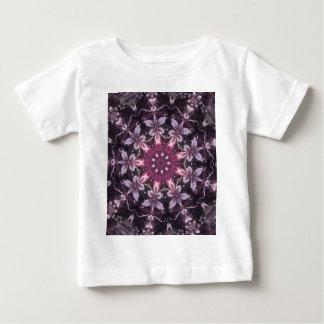Mandala floral negra bonita de Borgoña Camiseta De Bebé