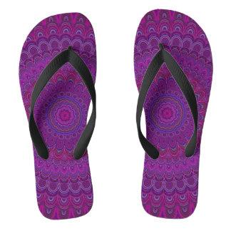 Mandala púrpura de la flor chanclas