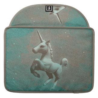 Manga de Macbook del unicornio (acero del trullo) Fundas Para Macbooks