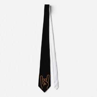 Mano del metal corbata