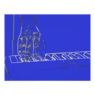 mano que juega el esquema blanco azul de la tinta  tarjetas publicitarias