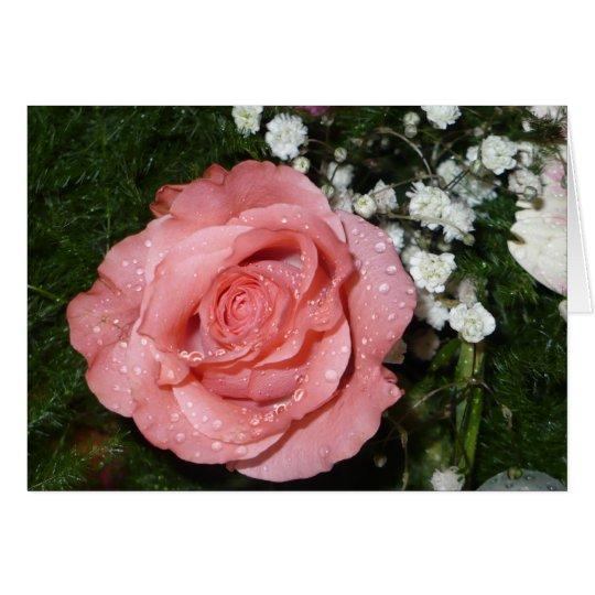 Manojo de flores con la tarjeta color de rosa