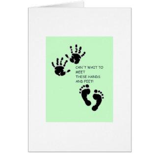 Manos y pies de verde tarjeta de felicitación