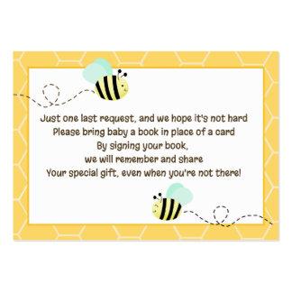 Manosee las tarjetas de la petición del libro del tarjetas de visita grandes