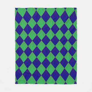 Manta con modelo de rombo en azul y verde