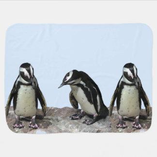 Manta del bebé azul de los pingüinos mantitas para bebé