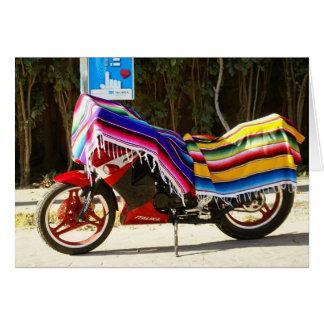 Manta mexicana sobre la moto tarjeta de felicitación