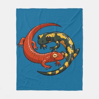 Manta Polar Dos Salamanders sonrientes coloridos entrelazaron