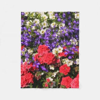 Manta Polar Flores anuales púrpuras, rojas, y blancas