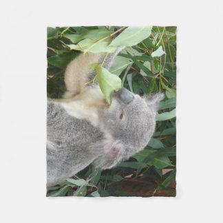 Manta Polar Koala que come la hoja de la goma
