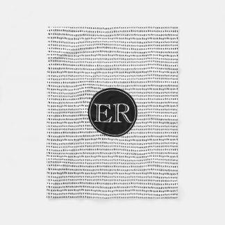 Manta Polar Monograma con los puntos en blanco y negro