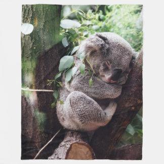 Manta Polar Oso de koala lindo que se relaja en un árbol