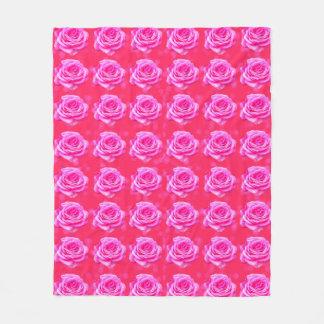 Manta Polar Rosas rosados en el fondo rosado de Bokeh,