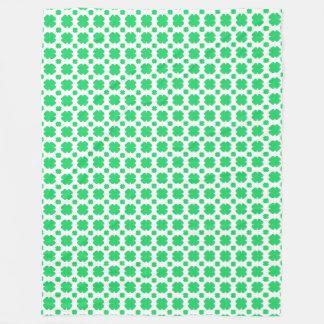 Manta Polar Trébol verde modelado