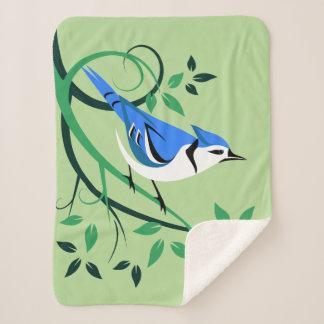 Manta Sherpa Arrendajo azul estilizado en ramas
