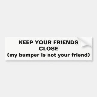 Mantenga a sus amigos cercanos no mi parachoque pegatina para coche