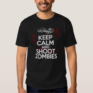 Mantenga los zombis tranquilos y del lanzamiento camisetas