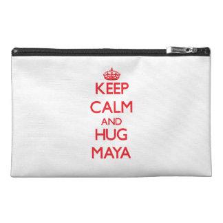 Mantenga maya tranquilo y del abrazo