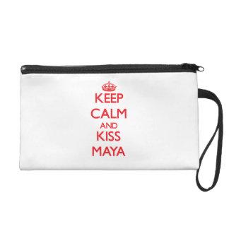 Mantenga maya tranquilo y del beso