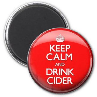 Mantenga sidra tranquila y de la bebida (continúe) imán redondo 5 cm