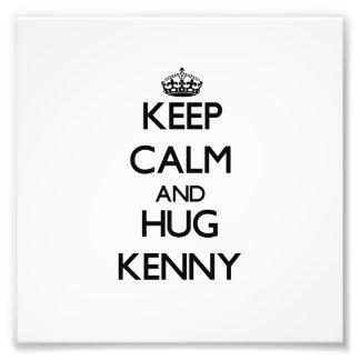 Mantenga tranquilo y abrazo Kenny