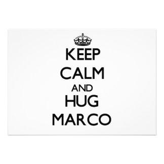 Mantenga tranquilo y abrazo Marco
