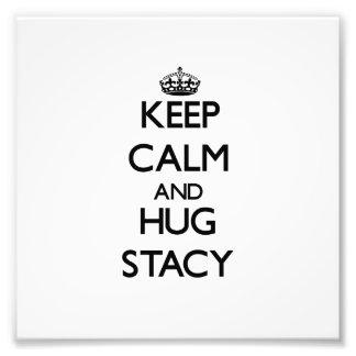 Mantenga tranquilo y abrazo Stacy