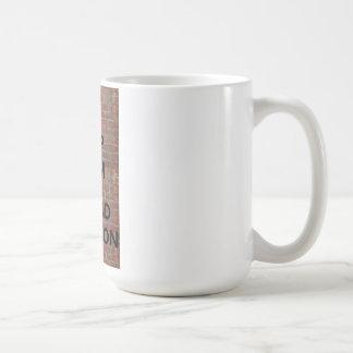 Mantenga tranquilo y asista a la taza de MISTI-CON