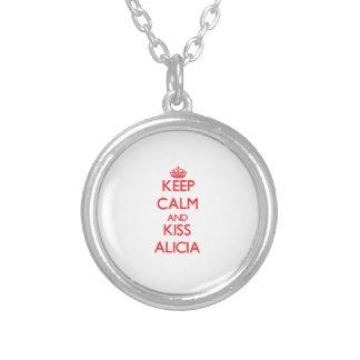 Mantenga tranquilo y beso Alicia Colgantes Personalizados