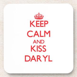 Mantenga tranquilo y beso Daryl Posavaso