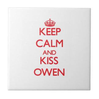 Mantenga tranquilo y beso Owen Azulejos