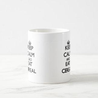 Mantenga tranquilo y coma el cereal taza de café