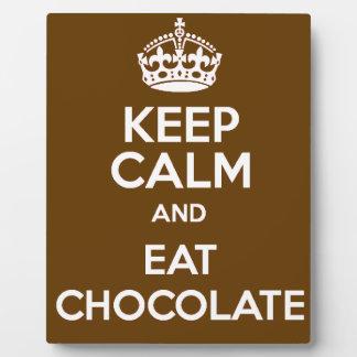 Mantenga tranquilo y coma el chocolate placa expositora