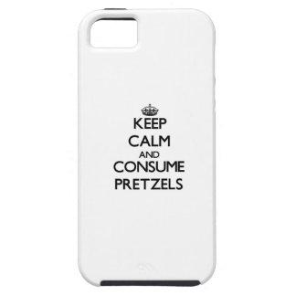Mantenga tranquilo y consuma los pretzeles iPhone 5 protectores