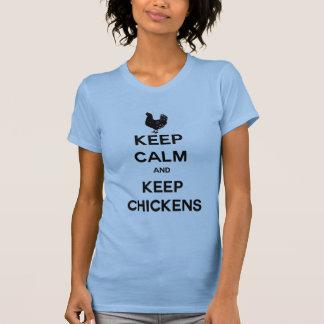 Mantenga tranquilo y guarde los pollos camiseta