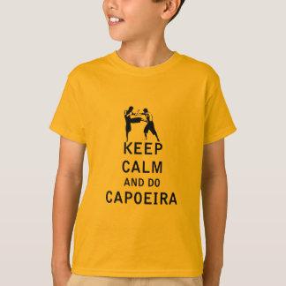 Mantenga tranquilo y haga Capoeira Camiseta