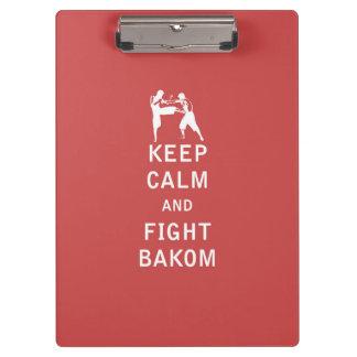 Mantenga tranquilo y lucha Bakom