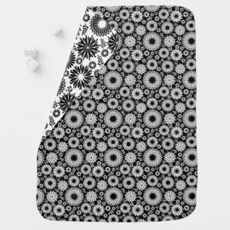 Mantita Para Bebé Boho florece el estampado de flores blanco y negro