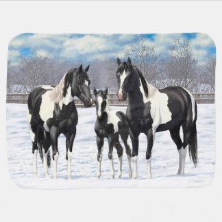 Mantita Para Bebé Caballos negros de la pintura en nieve