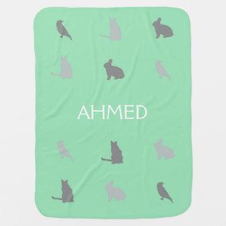 Mantita Para Bebé Critters en las colinas con nombre en verde